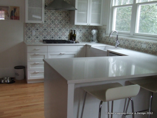 Moroccan cement tile in a white kitchen anne viggiano for Cement tiles for kitchen